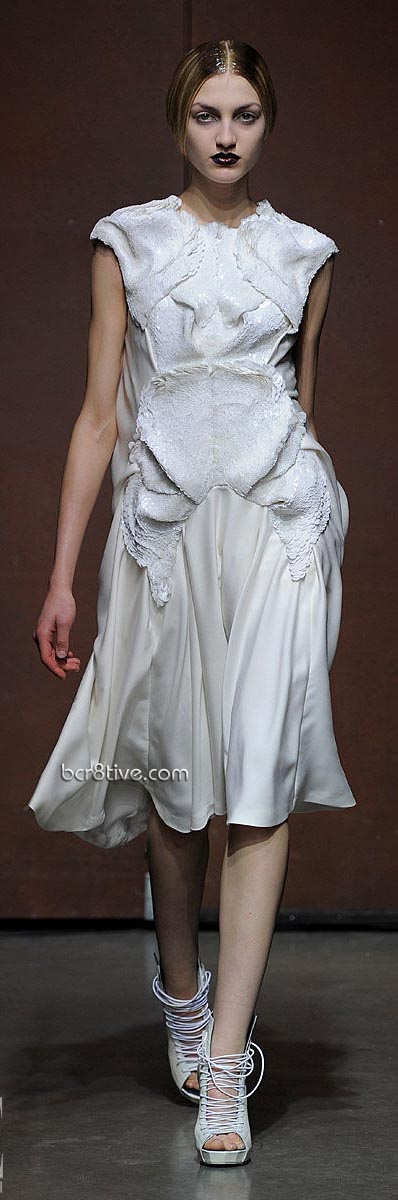 Yiqing Yin – Spring Summer 2012 Paris Fashion Week