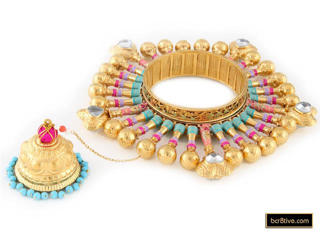 04-queen-hearts-bangle